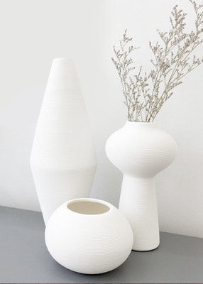 THE WHITE CERIMICS VASE
